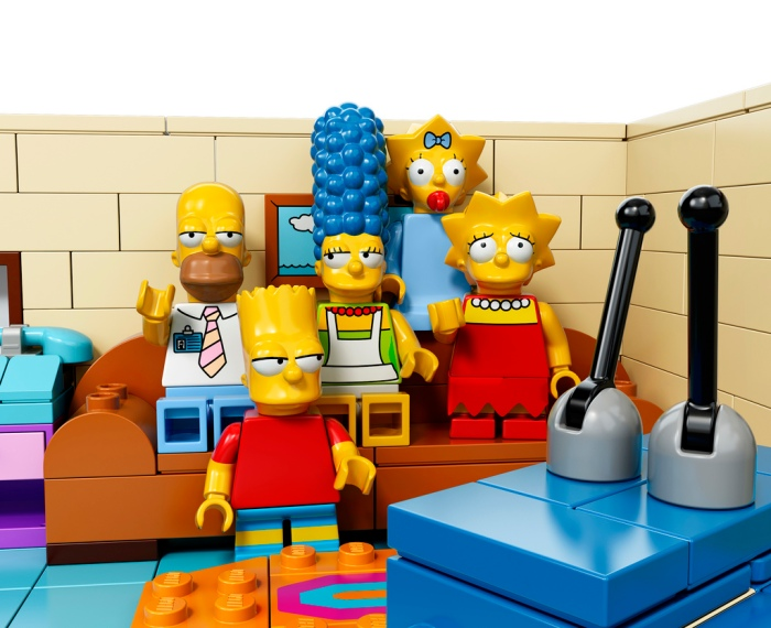 The-Simpsons-House-LEGO-15